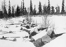 A União Soviética ataca a Finlândia.