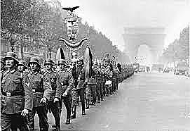A França de Vichy é ocupada pelos alemães.