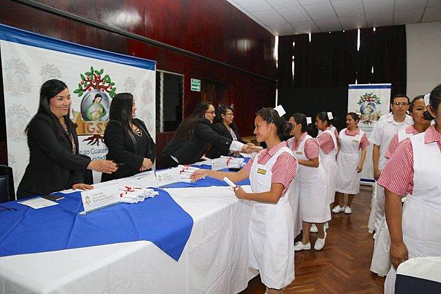 Formación del Personal Auxiliar de Enfermería en el País