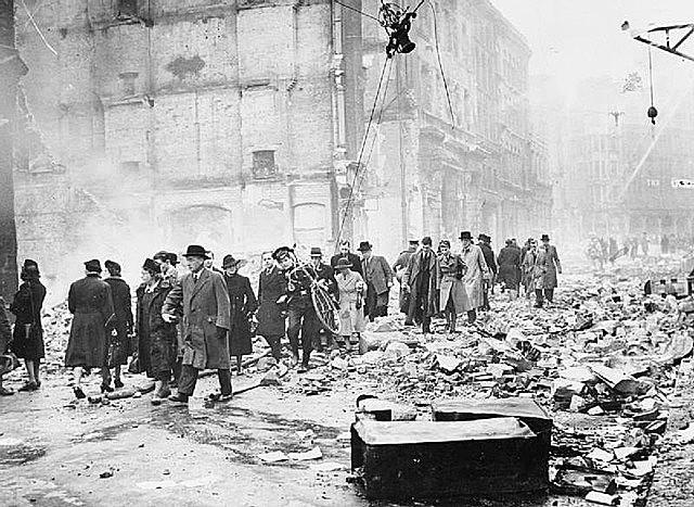 aviação alemã começa os bombardeios noturnos a várias cidades inglesas