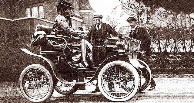 Primer carro en Colombia.