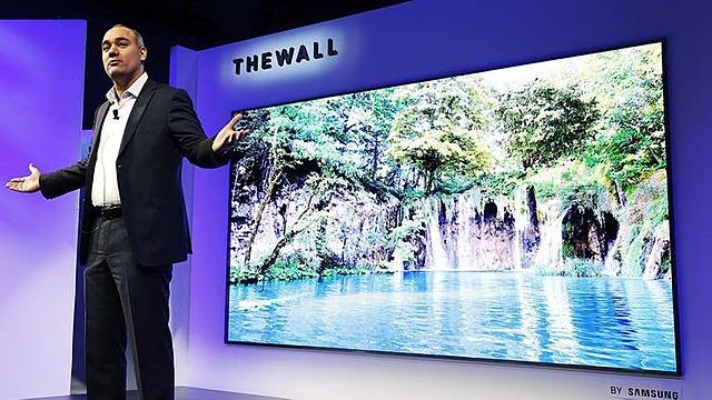 Un televisor que simula una pared