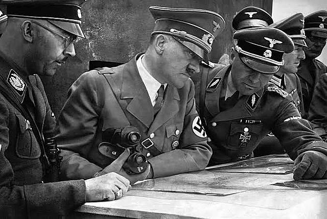 27 de setembro - a Polônia se rende aos alemães.