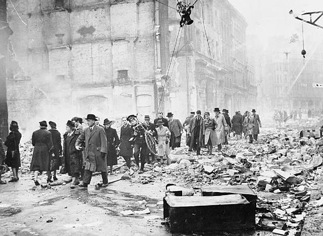 Os alemães começam a atacar a cidade de Londres