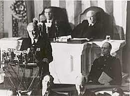 Os Estados Unidos declarou guerra ao Império Japonês.