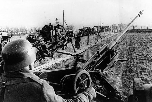 9 de abril - Alemanha coloca em prática o plano de invadir a Noruega e a Dinamarca.