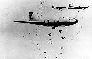 3 de junho - aviões da Alemanha bombardeiam a cidade de Paris.