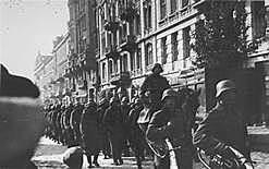 Alemanha invade a Bélgica, Holanda, Luxemburgo e norte de França.