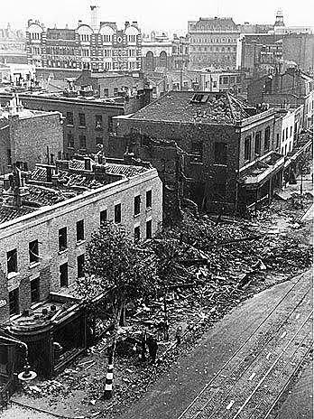 25 de agosto - a aviação inglesa bombardeia a cidade de Berlim.