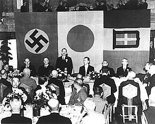 Alemanha, Itália, e Japão firmam o tratado conhecido com Eixo-Roma-Berlim-Tóquio.
