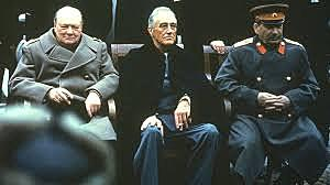Conferência de Teerã, onde se encontram Churchill, Roosevelt e Stálin.