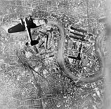 Aviação alemã começa os bombardeios noturnos a várias cidades inglesas.