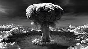 Os Estados Unidos lançam bomba atômica sobre a cidade japonesa de Hiroshima