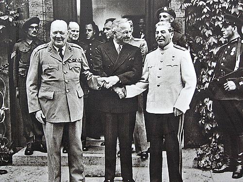 4 de fevereiro: Conferência de Yalta (Crimeia, Ucrânia)