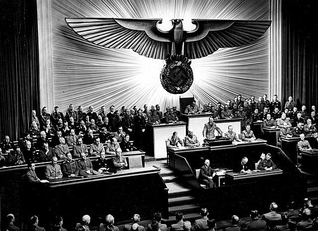 11 de dezembro - Alemanha e Itália declaram guerra aos Estados Unidos.