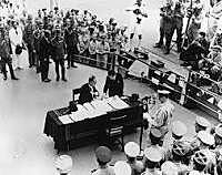 Assinatura da rendição do Japão e fim da Segunda Guerra Mundial.