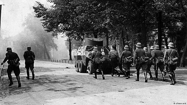 1 setembro - tropas da Alemanha invadem a Polônia.