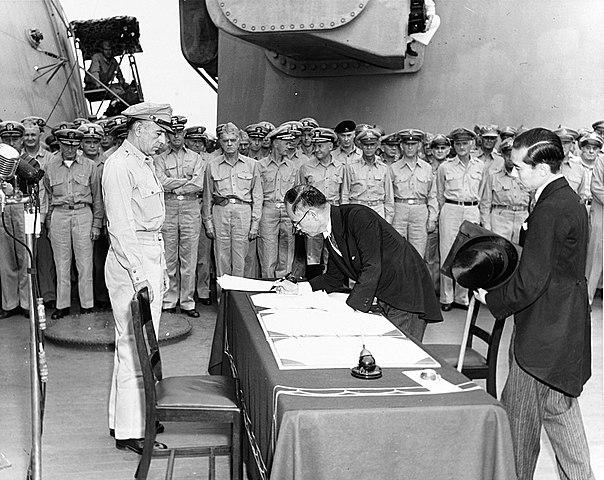 2 de setembro - assinatura da rendição do Japão e fim da Segunda Guerra Mundial.