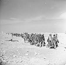 13 de setembro - começam as incursões militares italianas no norte da África.