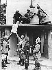 Alemanha anexa a cidade livre de Danzig.