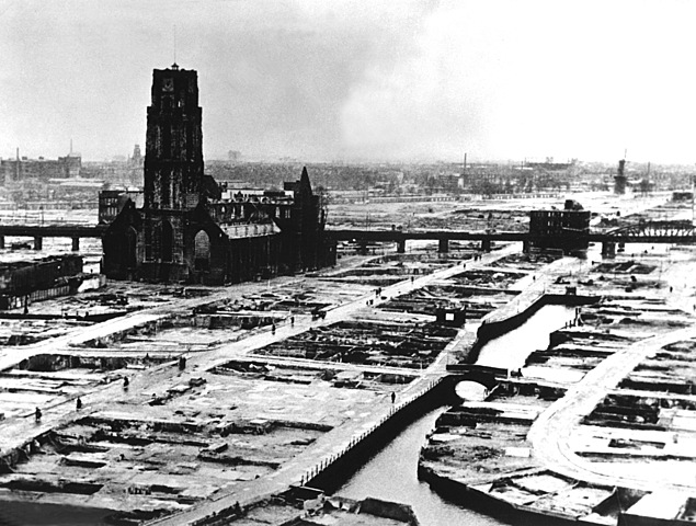 - Alemanha invade a Bélgica, Holanda, Luxemburgo e norte da França.