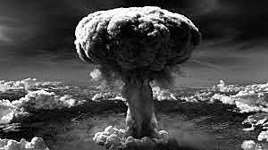 6 de agosto - os Estados Unidos lançam bomba atômica sobre a cidade japonesa de Hiroshima.
