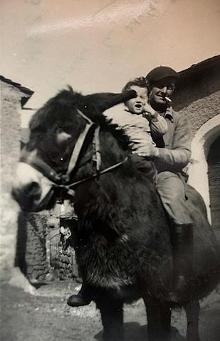 Yves sur un âne Cévenol