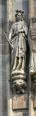 L'abesse Ida entreprend des travaux de reconstruction.