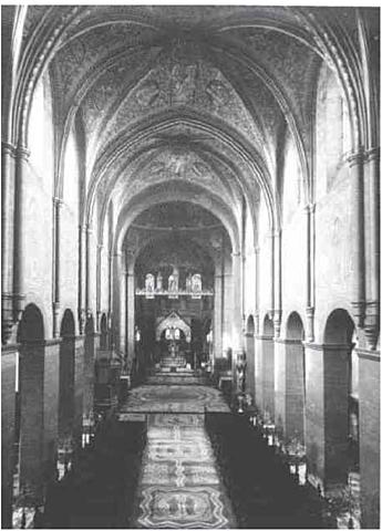 Construction des voûtes sexpartites gothiques couvrant la nefs centrale.
