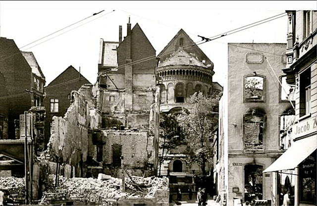 Etat de l'église suite à un bombardement à Cologne.