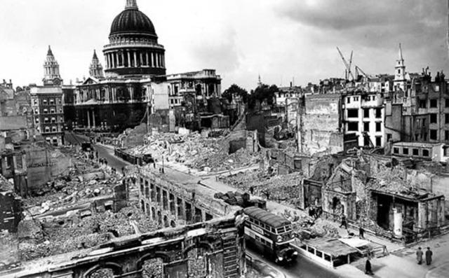 La Luftwaffe ataca objetivos militares en Londres