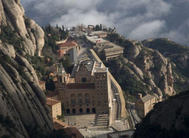 Se funda el Monasterio de Montserrat