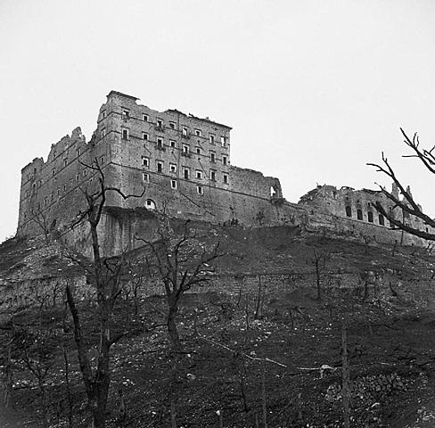 Começa a Batalha de Monte Cassino na Itália