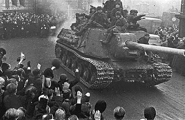 Varsóvia é Ocupada Pelas Tropas da União Soviética