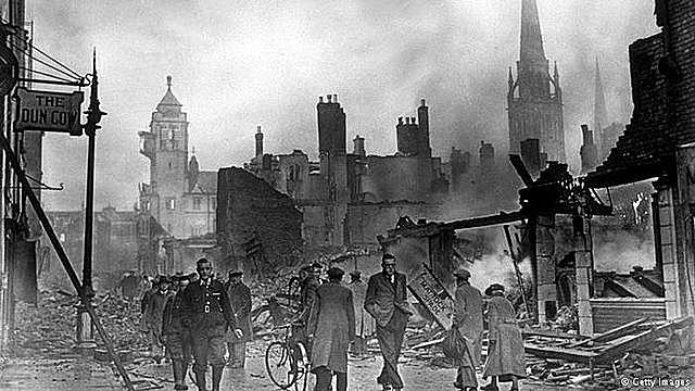 Hitler volta seus interesses de ataque ao Reino Unido e ataca o sul da Inglaterra.