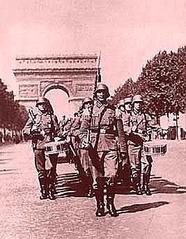 França de Vichy é ocupada pelos alemães.