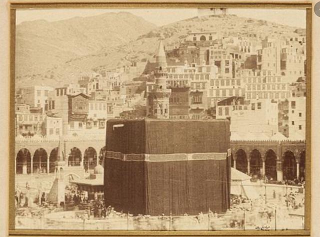 Muhammad enters Mecca in triumph
