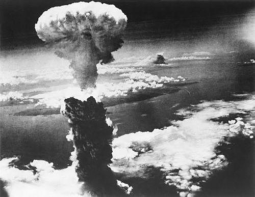 Estados Unidos lançam novamente outra bomba, desta vez sobre a cidade de Nagasaki