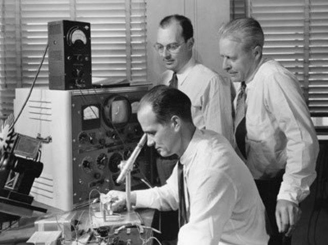 Laboratorios Bell (AT&T) forman departamento de calidad.