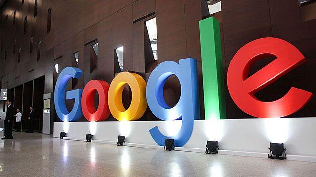 Nace Google.