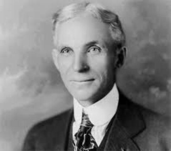 "Henry Ford Introduce la primera ""Linea de Ensamblaje"""