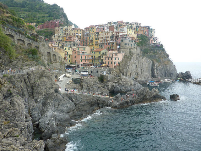 Walking along the 5 villages in the Cinque Terre