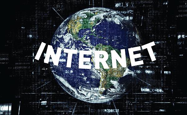 """Primer uso de la palabra """"Internet"""""""
