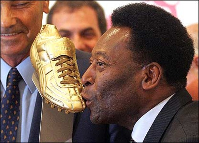 PELE INTRODUCED IN SOCCER HALL OF FAME