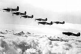 Aviões da Alemanha bombardeia a cidade de Paris.