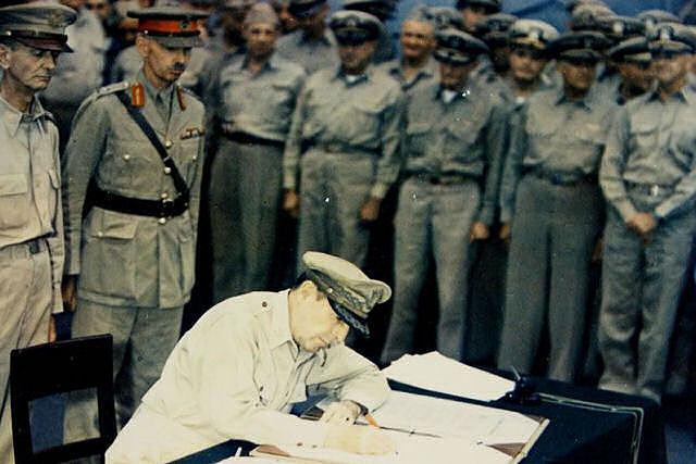 Rendição do Japão e fim da Segunda Guerra Mundial.