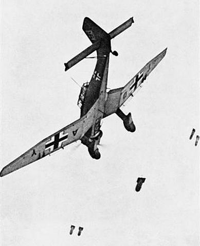 Aviões Alemães Bombardeiam a Cidade de Paris