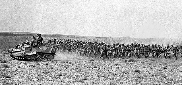 Mussolini Envia Tropas Para o Norte da África