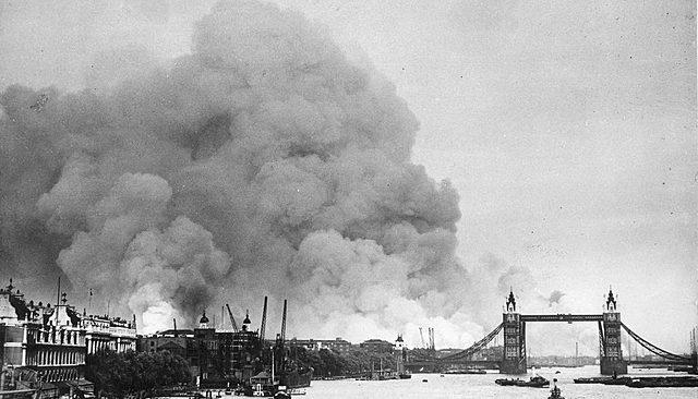Londres é Bombardeada Pelos Alemães