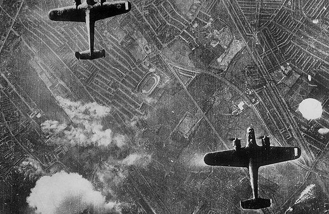 Luftwaffe Executa Bombardeios Noturnos às Cidades Inglesas